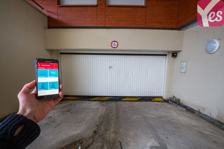 Ouvrez directement la porte de votre parking grâce à la télécommande que vous trouverez sur votre application Yespark.