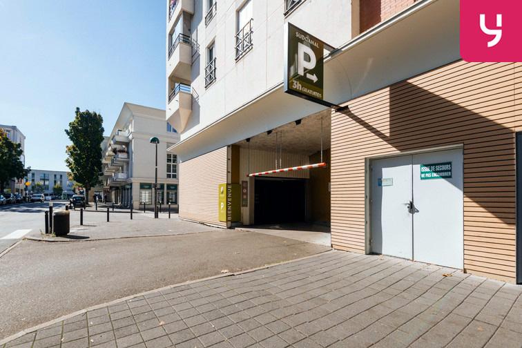 Parking Université de Versailles Saint-Quentin - Montigny-le-Bretonneux 24/24 7/7