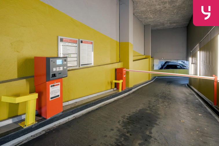 Parking Université de Versailles Saint-Quentin - Montigny-le-Bretonneux à louer
