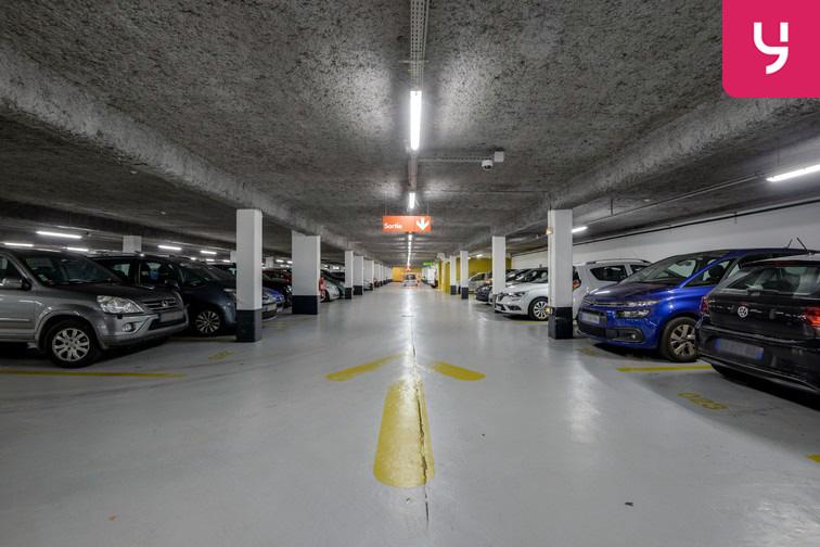 Parking Université de Versailles Saint-Quentin - Montigny-le-Bretonneux location