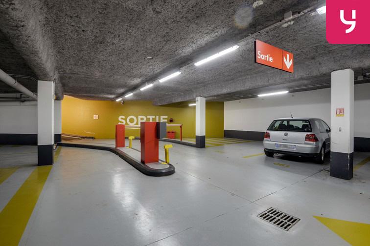 Parking Université de Versailles Saint-Quentin - Montigny-le-Bretonneux 78180