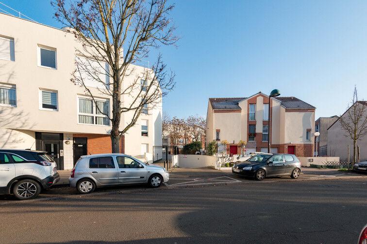 Parking Université de Versailles Saint-Quentin - Montigny-le-Bretonneux 15 Rue Jules Romains
