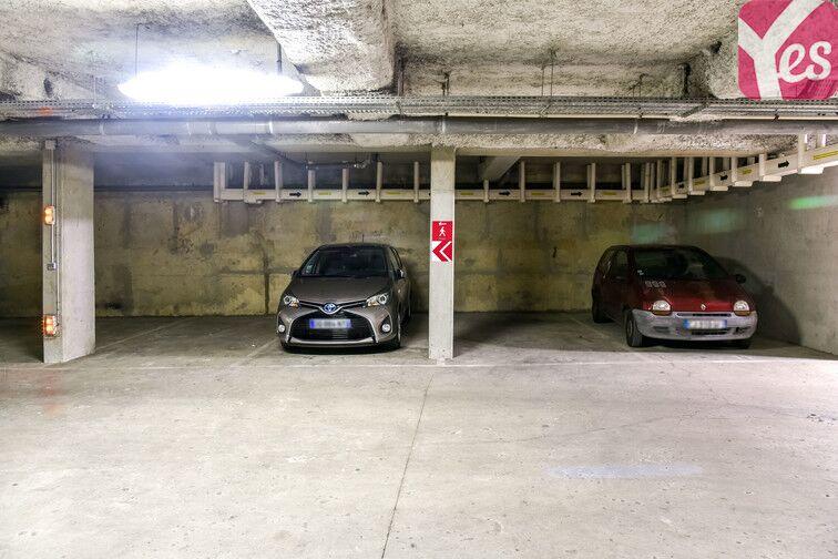 Le parking est lumineux et sécurisé