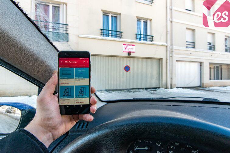 Utilisez l'application Yespark pour accéder au parking ;)