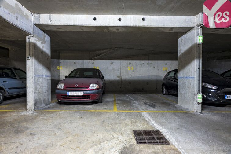 Parking Place du Colonel Fabien - Paris 19 à louer