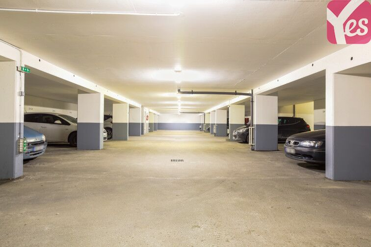 Parking 23 rue Robespierre, 78800 Houilles, France