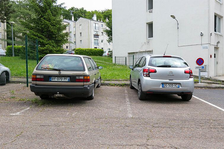 Parking Centre-ville - Dourdan (aérien) à louer