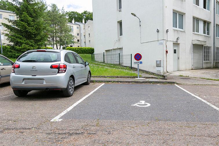 Parking Centre-ville - Dourdan (aérien) 91410