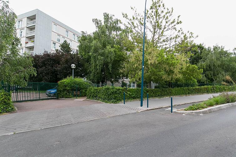 Parking Eglise - Pommiers - Collège Lavoisier - Pantin (aérien) pas cher