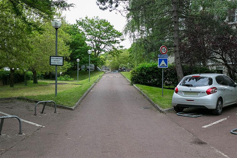 Parking Eglise - Pommiers - Collège Lavoisier - Pantin (aérien) caméra