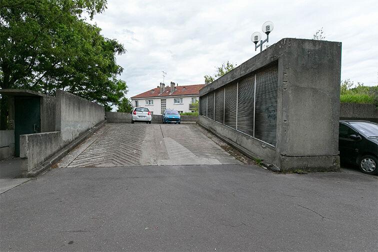 Parking Eglise - Pommiers - Collège Lavoisier - Pantin (aérien) gardien