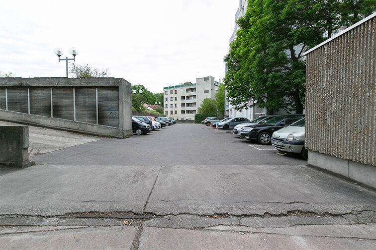 Parking Eglise - Pommiers - Collège Lavoisier - Pantin (aérien) 24/24 7/7