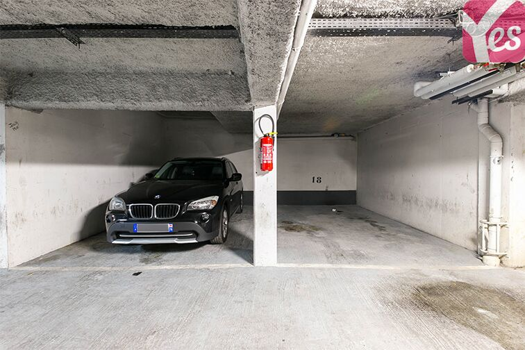 Parking Axe majeur - Horloge - Cergy pas cher