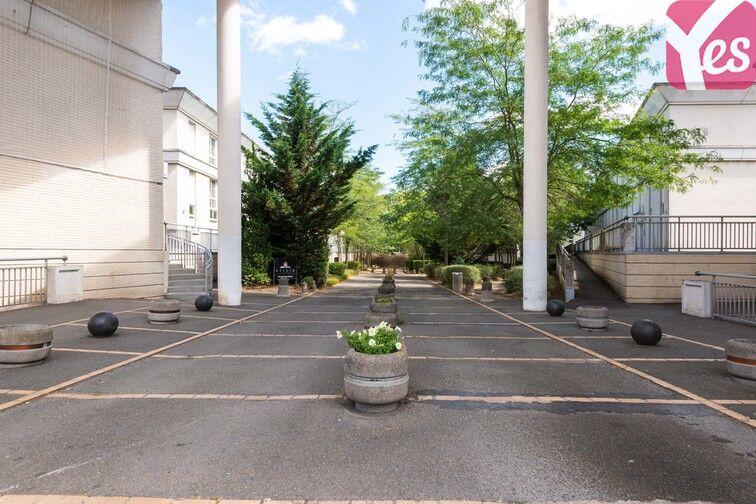 Parking Europe - Place des Alpes - Guyancourt (Droite) en location