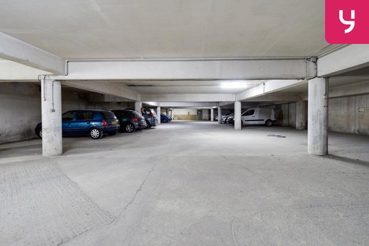 Le parking est propre et bien entretenu.