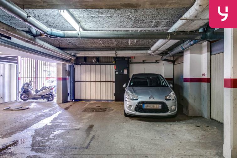 Parking Les Pyramides - Place des Miroirs - Evry 208 rue Desaix