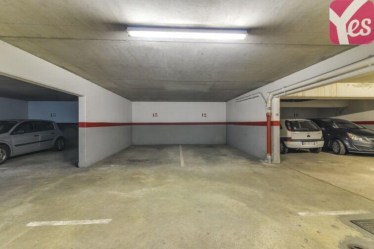 Parking Les Pyramides - Place des Miroirs - Evry en location