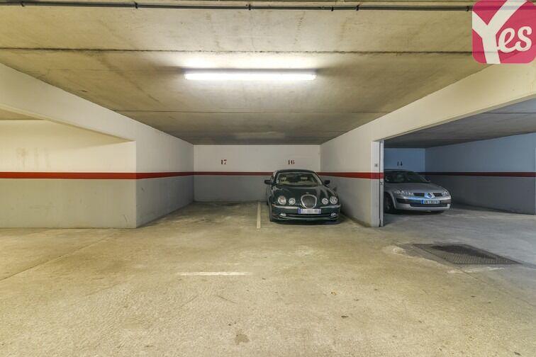 Parking Les Pyramides - Place des Miroirs - Evry 91000