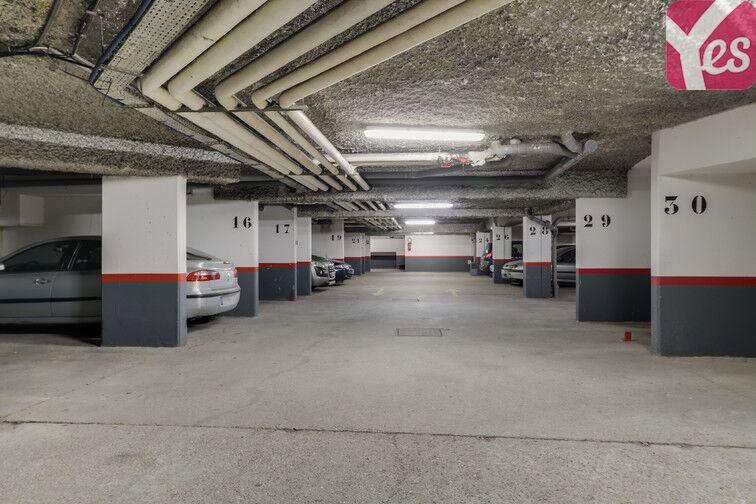 Parking Les Epinettes - Square Paul Lafargue - Evry pas cher