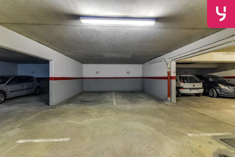 Parking Les Pyramides - Bd Europe - Evry à louer