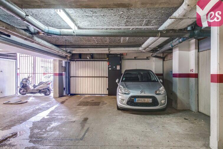 Parking Les Pyramides - Bd Europe - Evry pas cher