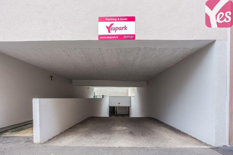 L'entrée du parking est bien mise en évidence par une pancarte Yespark.