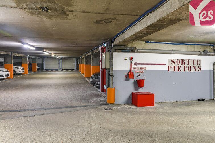 Parking Volontaires - Gare Montparnasse gardien