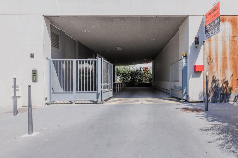 Parking Métro Place Jean Jaurès - Lyon 7 garage
