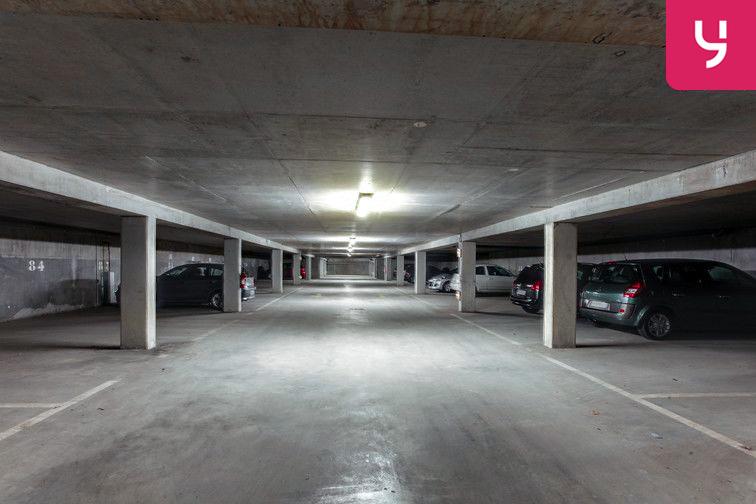 Les accès du parking sont larges et pratiques. Vous pourrez y stationner votre véhicule sans peine