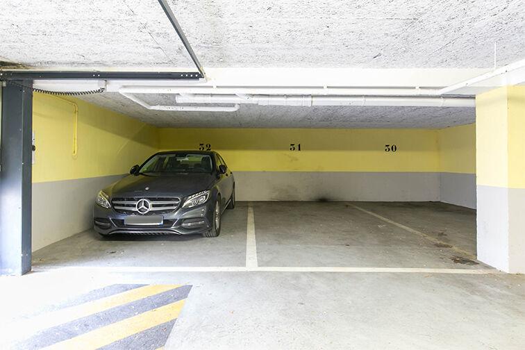 Parking Champ de Course sécurisé