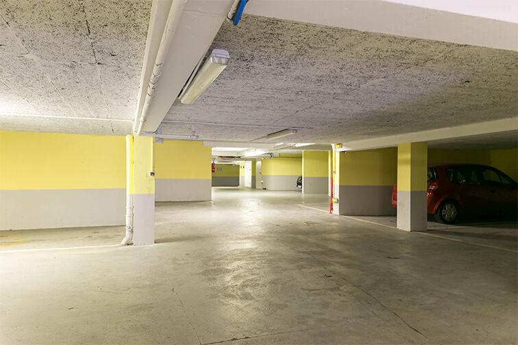 Parking Champ de Course en location
