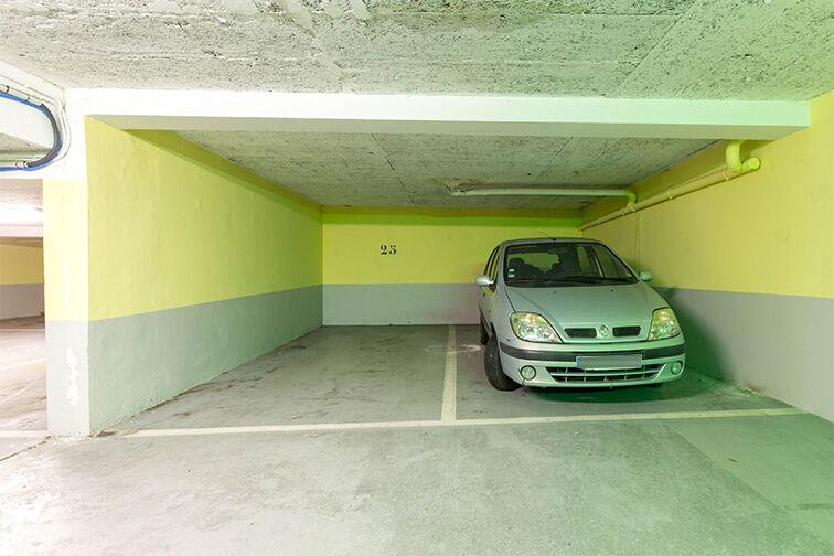 Parking Champ de Course garage