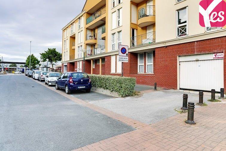 La porte voiture se situe au 82 rue Jean Mermoz, à Plaisir