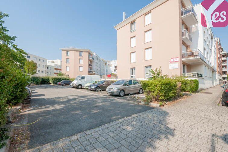 Parking Clé Saint-Pierre - Pissaloup - La Revanche - Élancourt garage