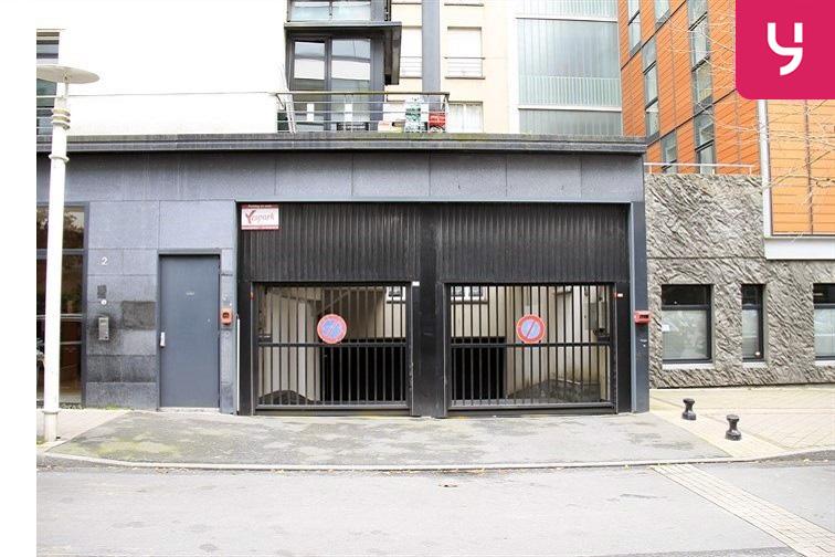 Entrée et sortie du parking situées au 2 Danton Montrouge: porte entrée, porte sortie.