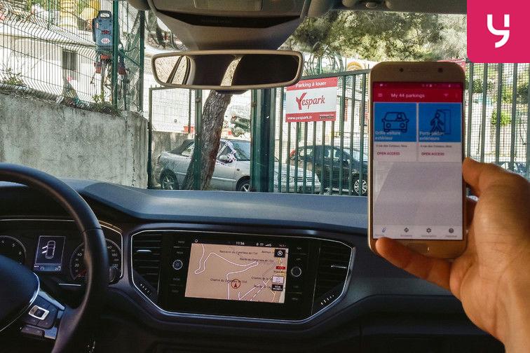Utilisez l'application Yespark pour ouvrir le portail et accéder au parking aérien