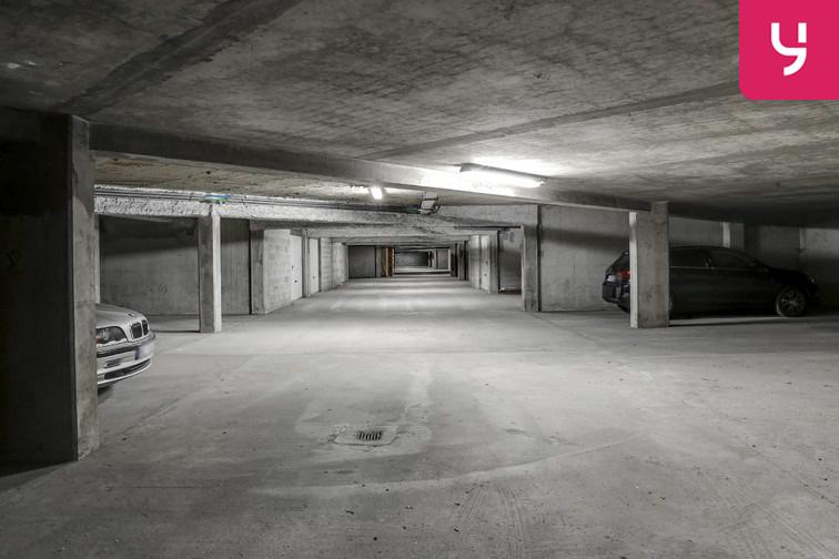Le parking est spacieux et agréable