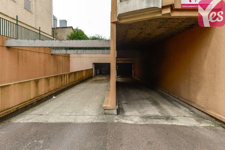 Parking Cimetière de Clichy garage