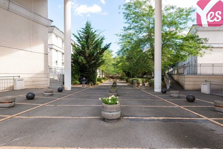Parking Europe - Place des Alpes - Guyancourt (Gauche) 24/24 7/7