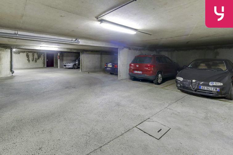Le parking est lumineux et agréable