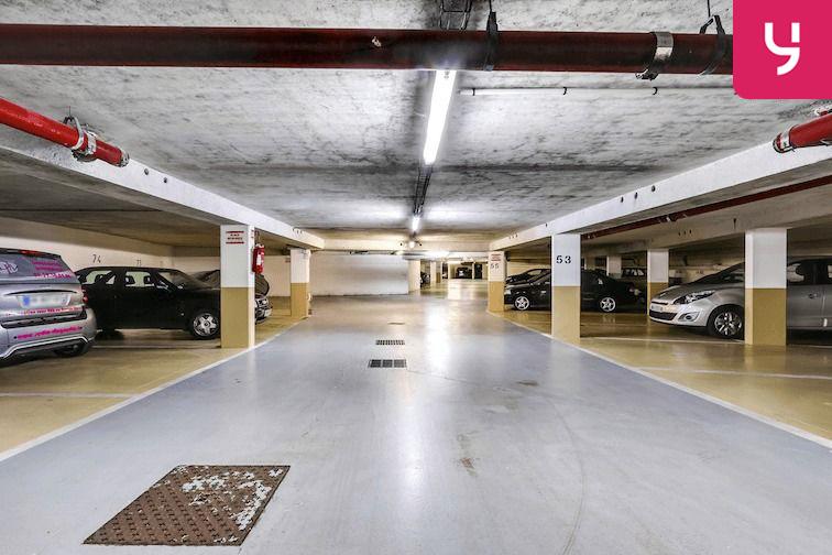 Parking Versailles - Montreuil - rue Bazin (place double) à louer