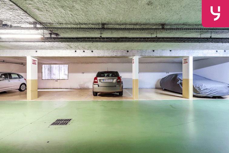 Parking Versailles - Montreuil - rue Bazin (place double) 78000