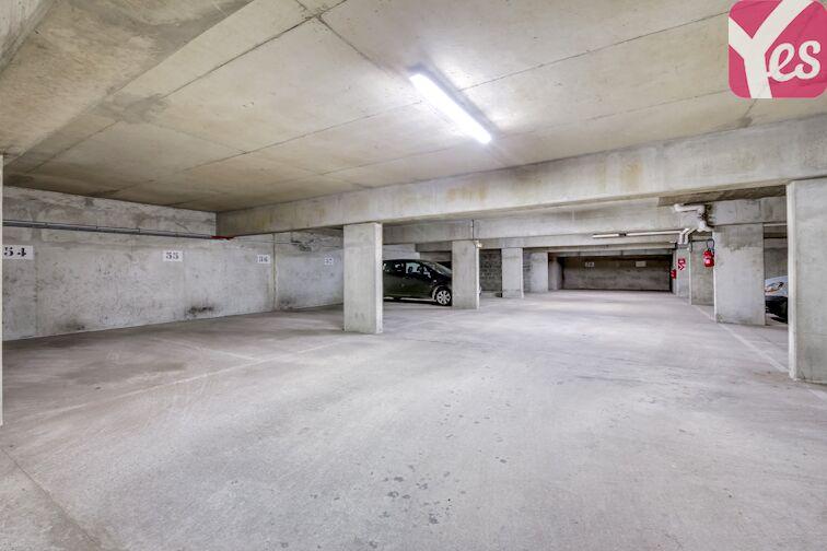 Parking spacieux et lumineux