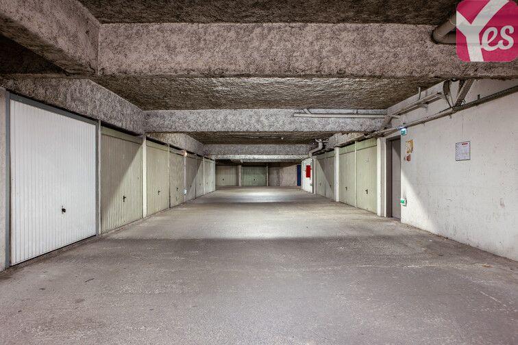 Parking Frères Lumières - Lyon 8 gardien