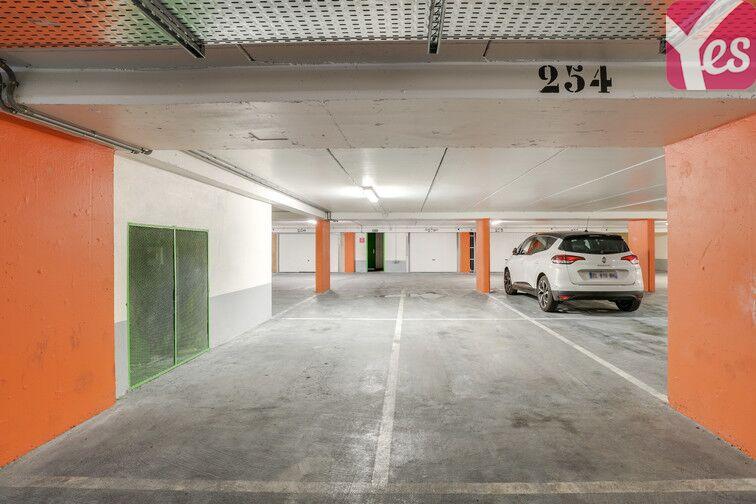Parking Buttes Chaumont - Rue Rebeval - Paris 19 Paris