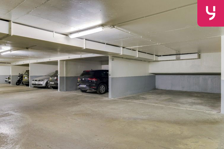 Parking Sambre et Meuse - Paris 10 (place moto) caméra