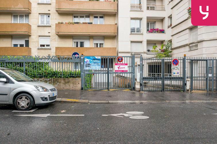 Parking Sambre et Meuse - Paris 10 (place moto) 24/24 7/7