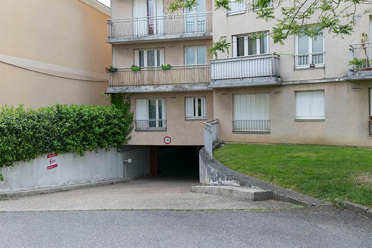 Parking Charles Le Chauve - Roissy-en-Brie location