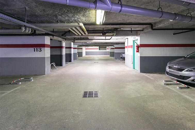 Parking Charles Le Chauve - Roissy-en-Brie garage