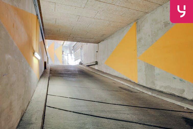 Parking Gare de Pessac (place double) garage